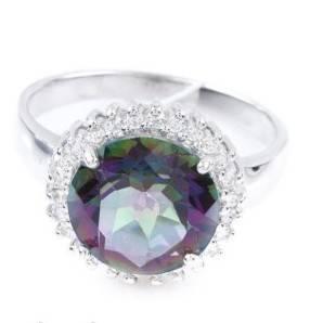Серебряное кольцо с драгоценным камнем