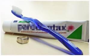 Очищение налета зубной пастой