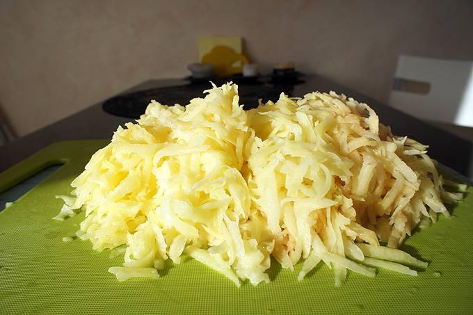 Тертый картофель отлично справится с задачей чистки