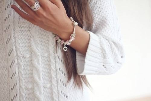 Трогательный и нежный браслет для девушки