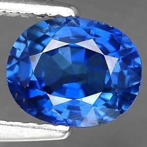 Красивый небесный камень сапфир