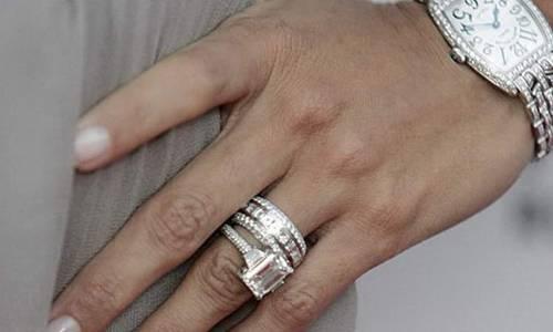 Бриллиантовые кольца на руке
