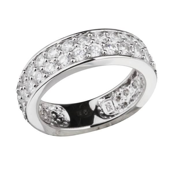 Обручальное кольцо с камнями