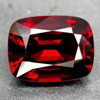 Пронзительный красивый камень гранат