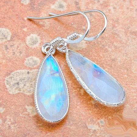 Серебро и лунный камень