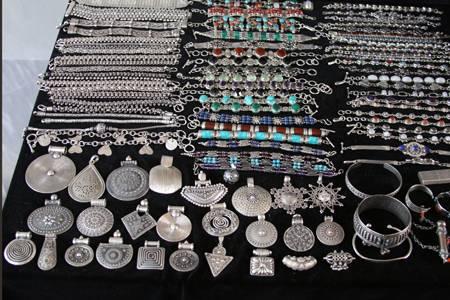 Огромный выбор серебряных украшений