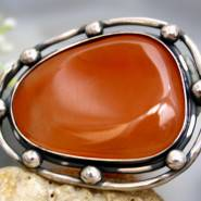 Камень отлично гармонирует с серебром