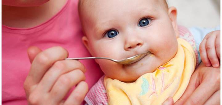 Кормление малыша серебряной ложкой гигиенично и безопасно